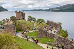 depositphotos_73697629-stock-photo-urquhart-castle-beside-loch-ness.jpg