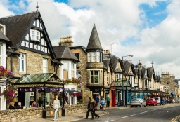 depositphotos_65823159-stock-photo-pitlochry-main-street-in-scotland.jpg
